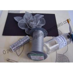 A Kit Rosa a seda gris